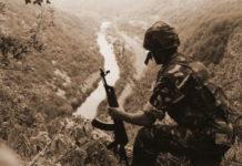 Pripadnik 128. brigade HV-a iznad Une u kolovozu 1995. nakon Operacije Oluja