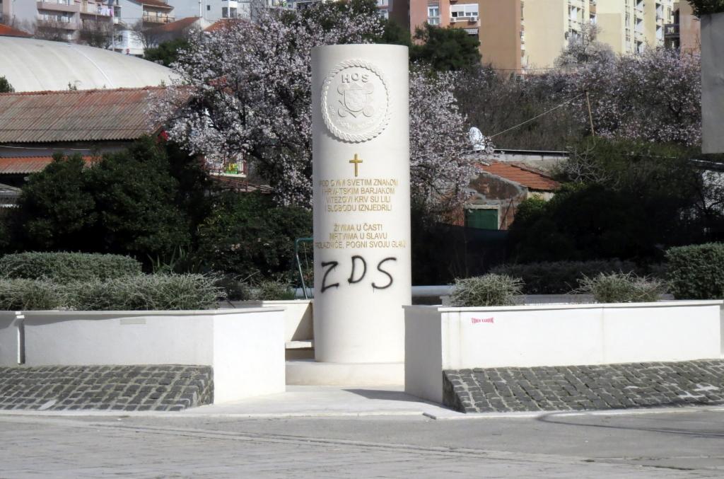 Opet Isaran Spomenik Palim Braniteljima Hos A Grafitima Ovaj Puta