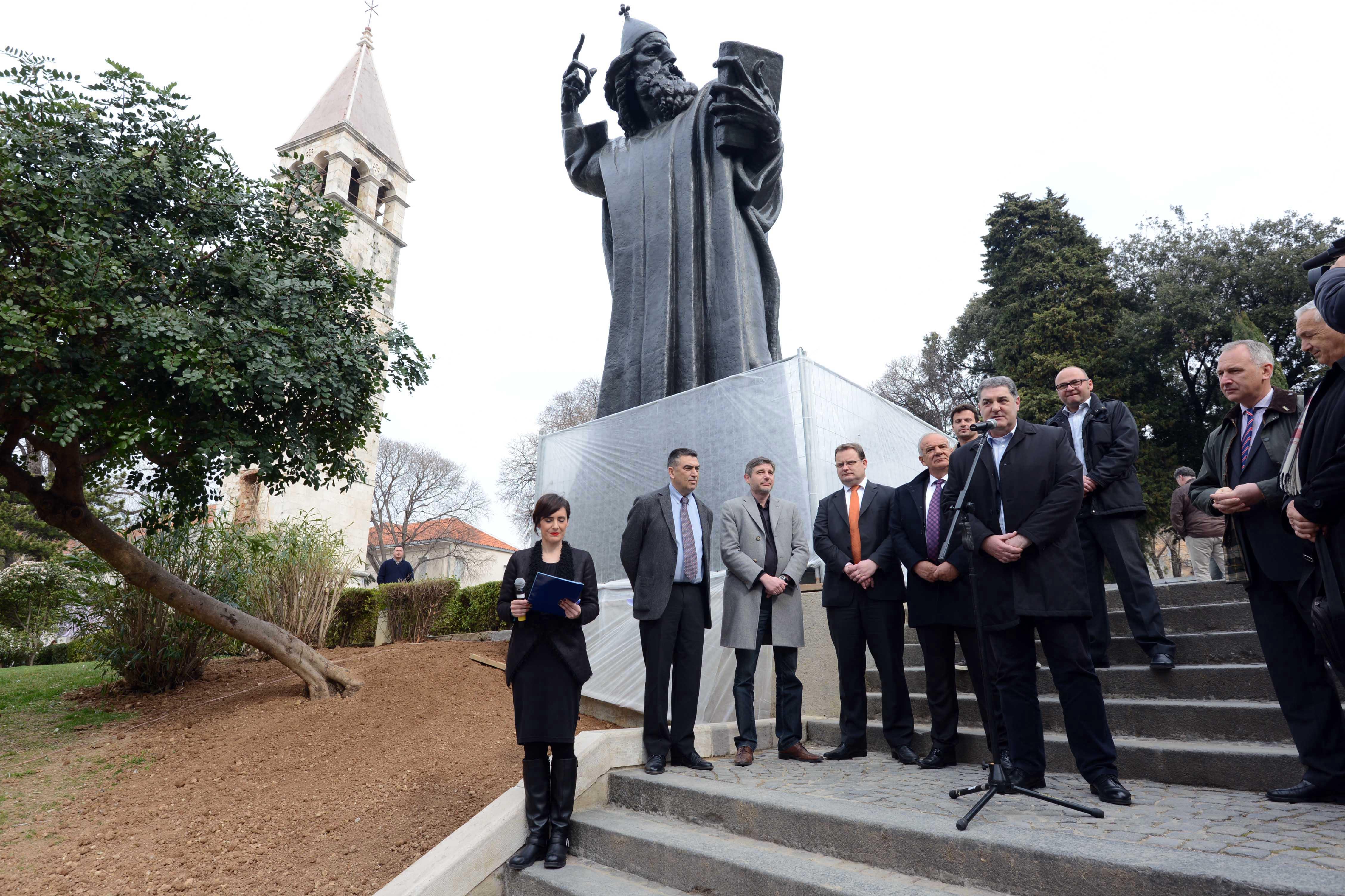 Otkriven Obnovljeni Spomenik Grguru Ninskom U Splitu I