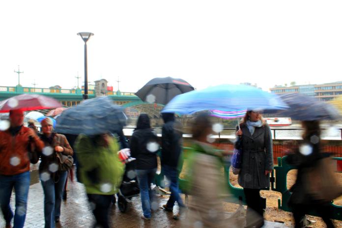 oblačno kiša