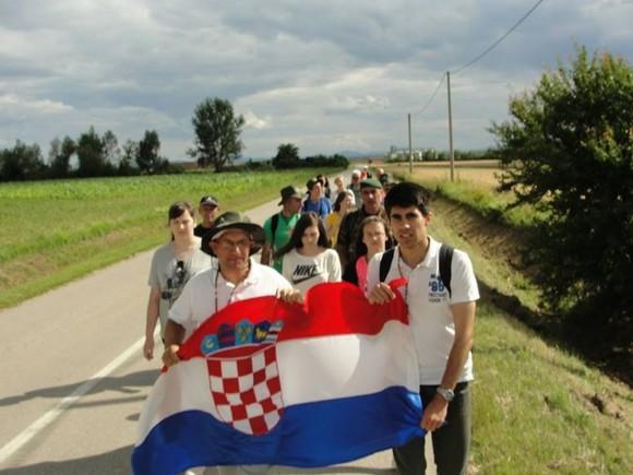 http://narod.hr/wp-content/uploads/2015/06/Marijanski-zavjet-za-Domovinu-hodo%C4%8Da%C5%A1%C4%87e-marijanskim-sveti%C5%A1tima-cijelom-Hrvatskom-21-lipnja-2015103-580x435.jpg?35dada