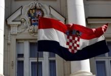 Hrvatska zastava ispred sabora