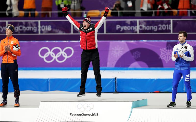 Zimske Olimpijske Igre  2018. -  Pjongčang, Južna Koreja - Page 4 Ed-Jan_Bloemen_of_Canada_celebrates_during_the_venue_ceremony_after_winning_the_Men_s_Speed_Skating_10_000_m_competition_at_the_Gangneung_Oval_during_the_PyeongChang_2018_Olympic_Games
