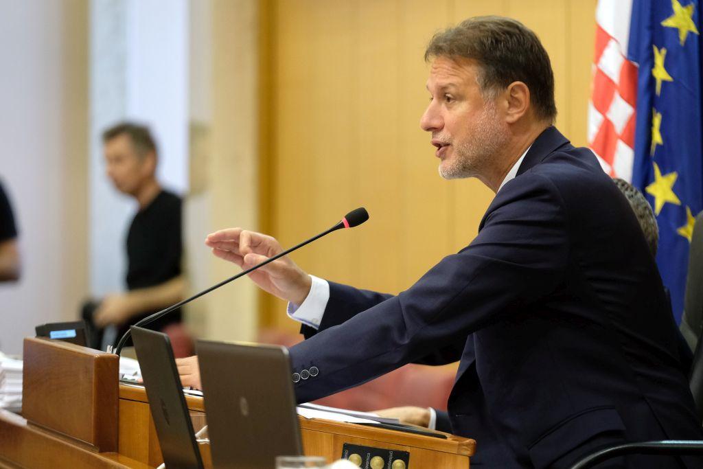 Jandroković pokazao svoju plaću nakon Bernardićevih tvrdnji: 'On je jedan običan lažljivac'