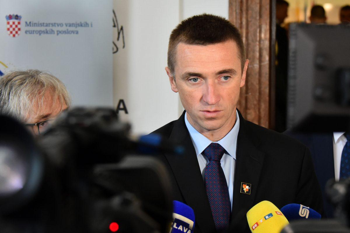 Ivan Penava i 10 vukovarskih vijećnika danas izlaze iz HDZ-a - na ...