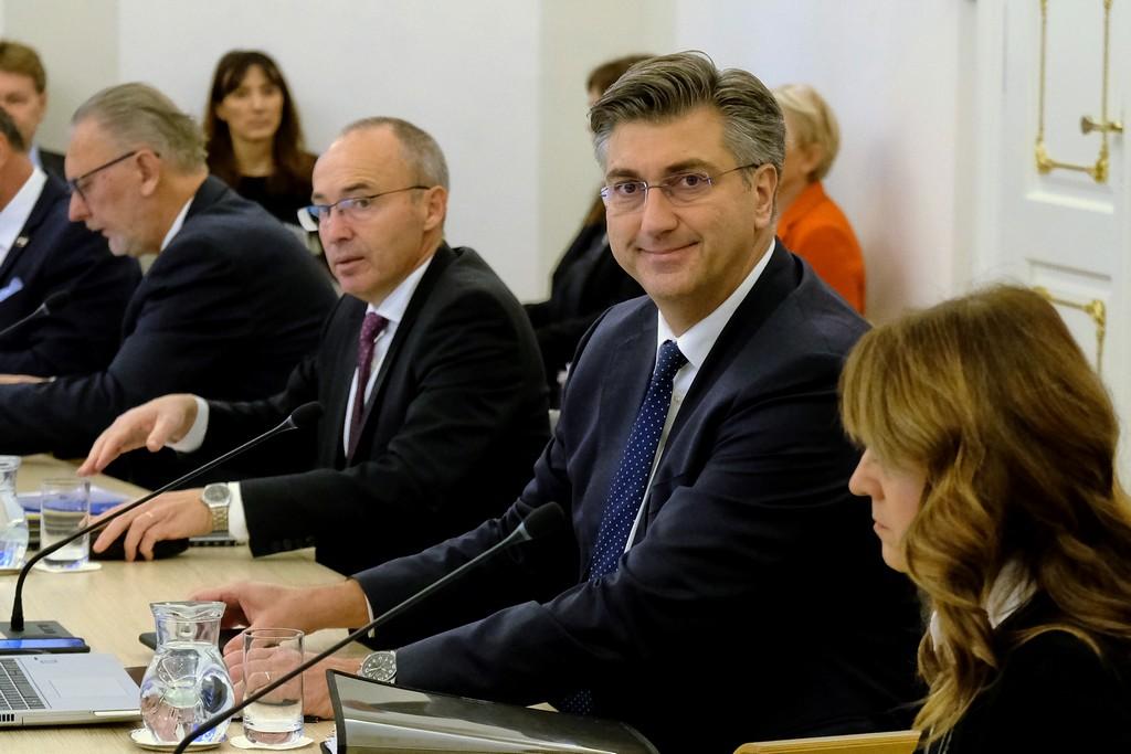 (VIDEO) Plenković na sjednici Vlade: 'Prvi krug predsjedničkih izbora će biti 22. prosinca'