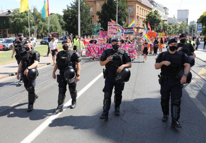 policija homoseksualna povorka