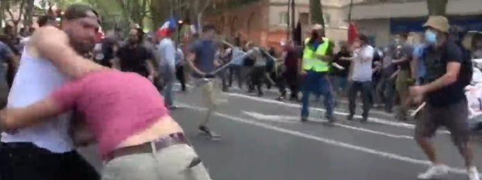 Skupina mladića napala prosvjednu povorku u Francuskoj