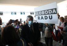 Prosvjed protivnika covid potvrda ispred KBC Zagreb